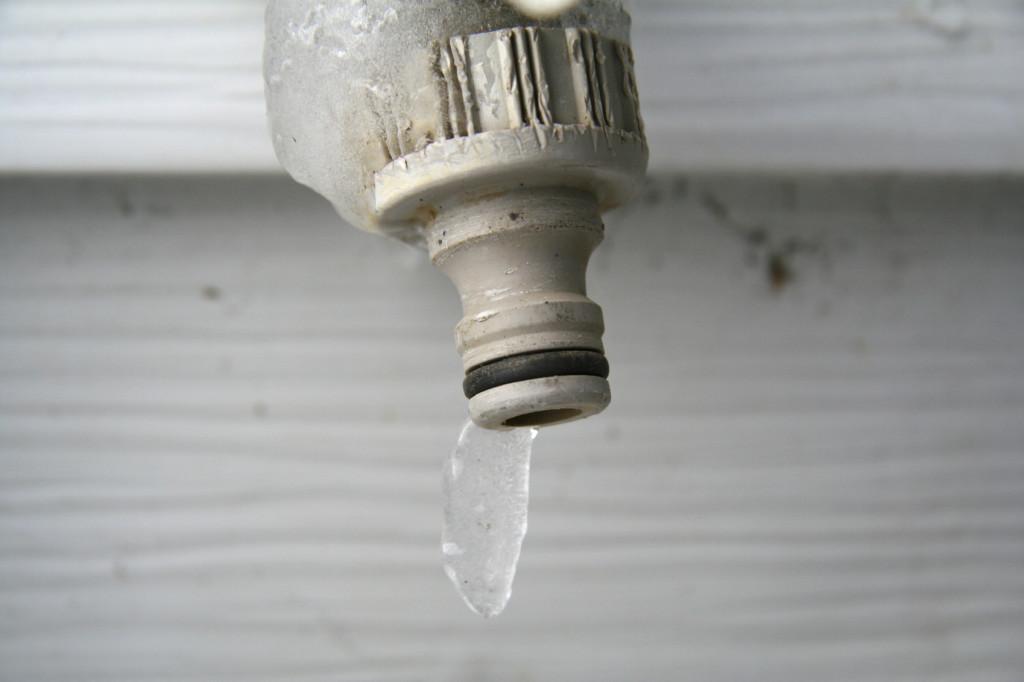 frozen hose iStock_000001203289_Medium